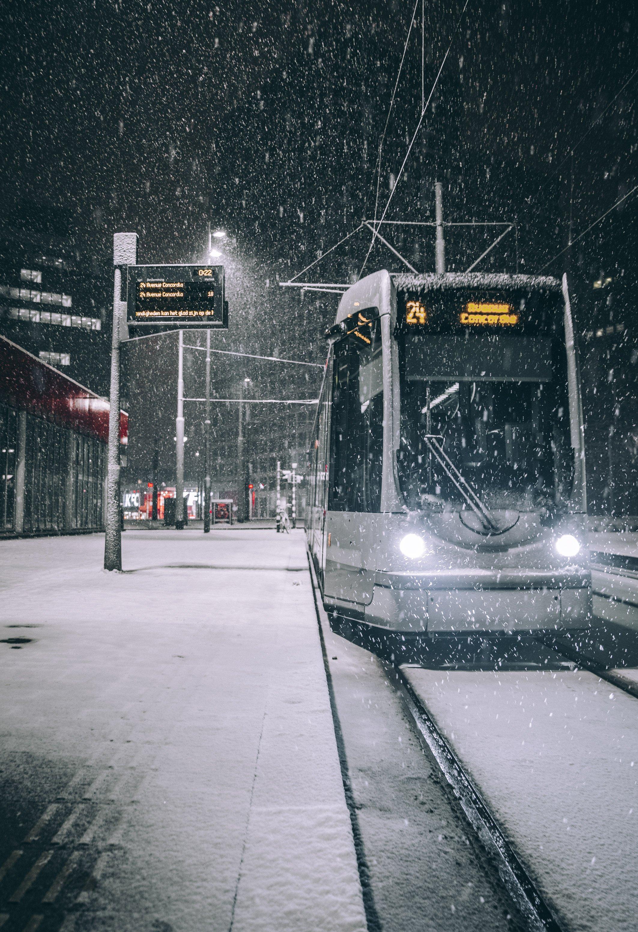 Snowy night Rotterdam Marconiplein